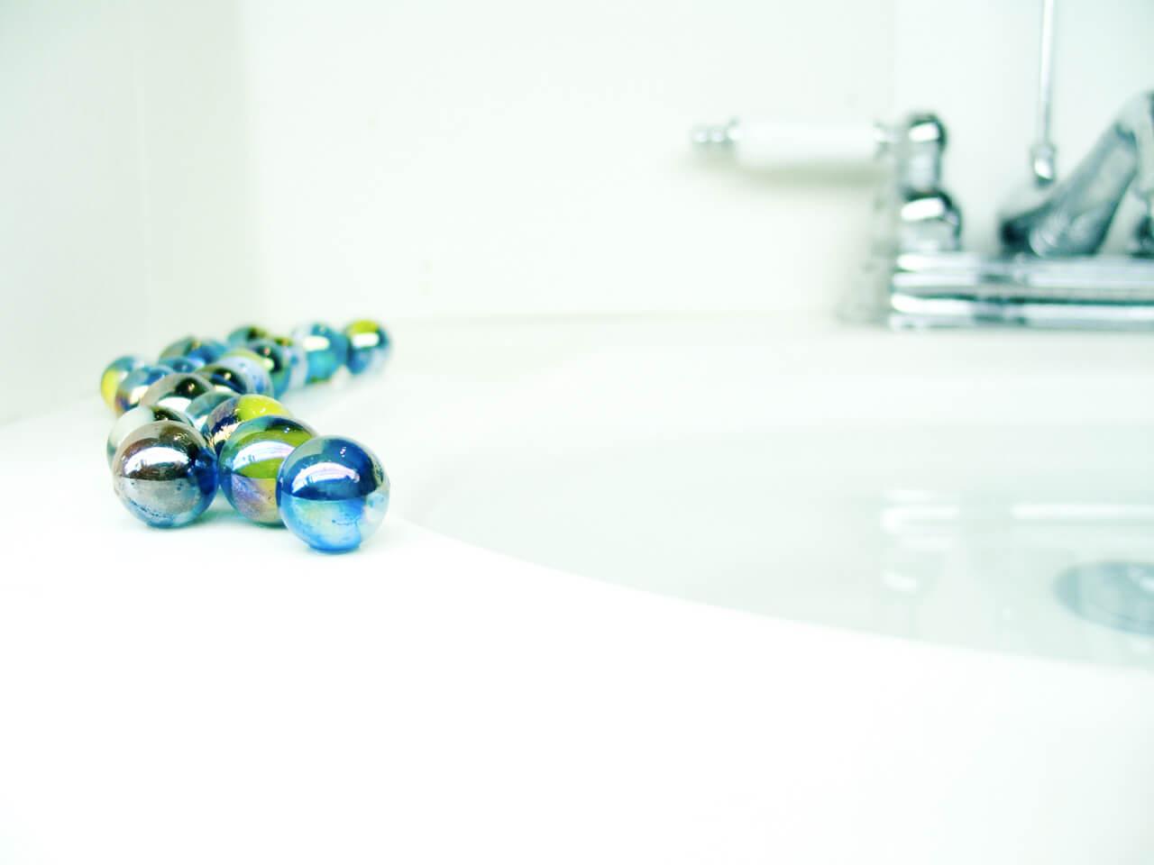 Uporządkowana łazienka – biel na pewno się sprawdzi